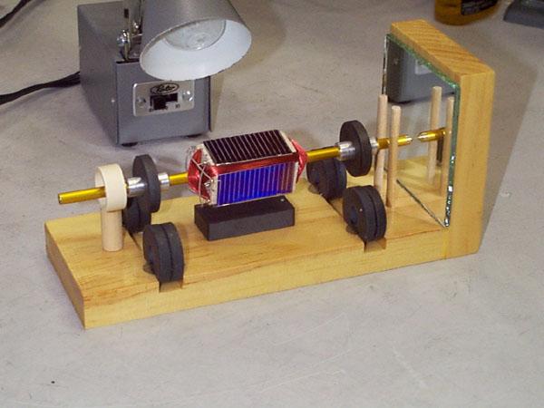 Простейший электромагнитный двигатель